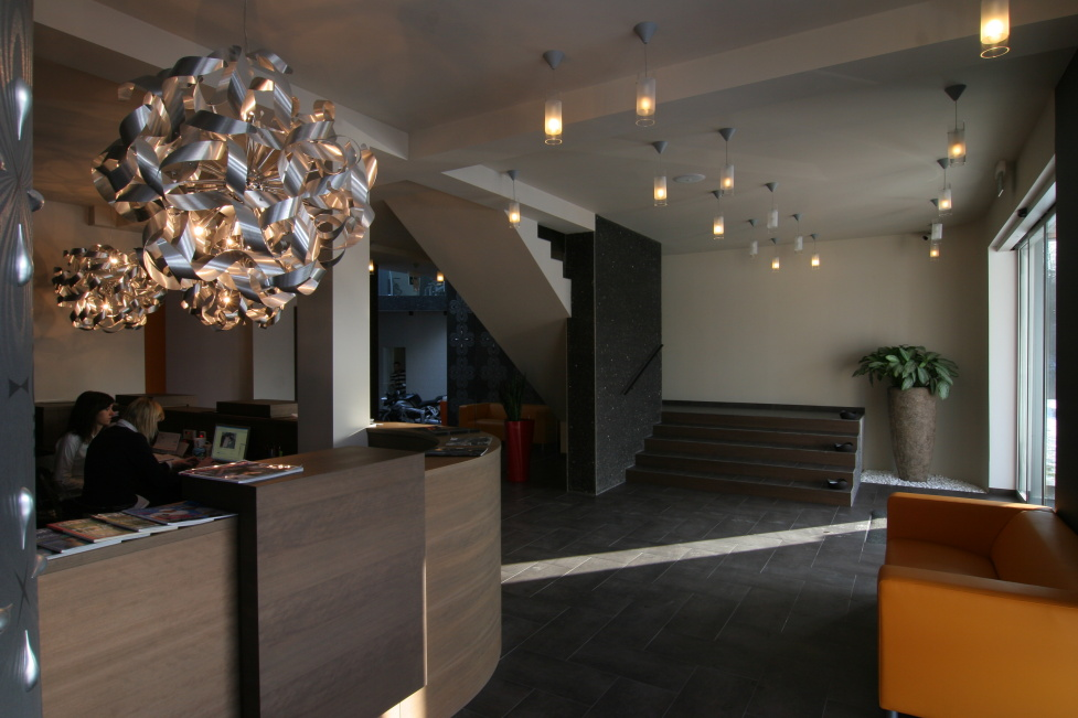 LED osvětlení chodby - vstupní hala firmy